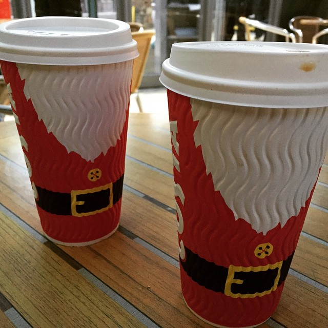 A pair of Santa coffees as we hop on the train to Manchester for the Christmas markets!  Happy Friday friends! ????☕️